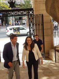 Carlos Mazón y Mónica Oltra entrando al Palaicio Provincial de Alicante / Alex Ferrer