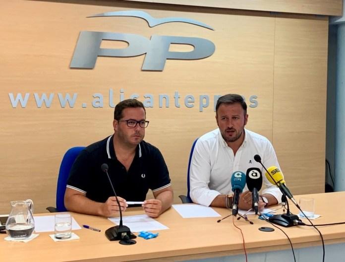 Pablo Ruz y Agustín Almodóbar dando la rueda de prensa en la sede del PP de Alicante / PP Alicante