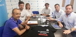 César Sánchez, Agustín Almodóbar y Juan de Dios Navarro, reunidos con los funcionarios de prisiones en la sede del PP Alicante