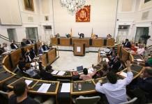 El pleno de la Diputación votando una iniciativa / Diputación de Alicante