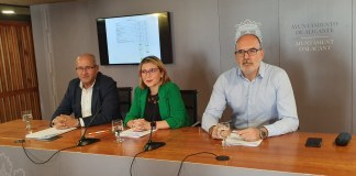 Mari Carmen Sánchez junto a José Ranón González y Manuel Villar / Alex Ferrer