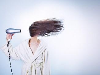 Champús en seco tendencia en el cuidado del cabello
