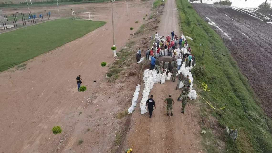 Trabajo coordinado de prevención ante el fenómeno meteorológico Pamela por autoridades y pobladores de Tecuala