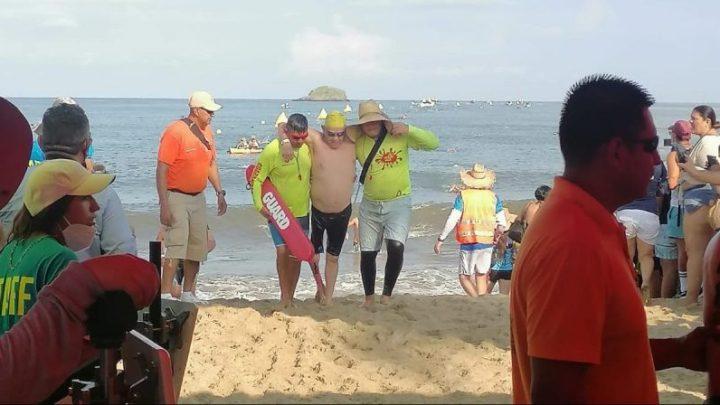 Guardavidas del Estado brindan labores de prevención durante evento de natación en Guayabitos