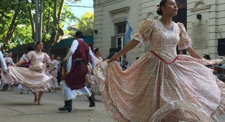 Recorrido por Florencio Varela en la semana de la tradición