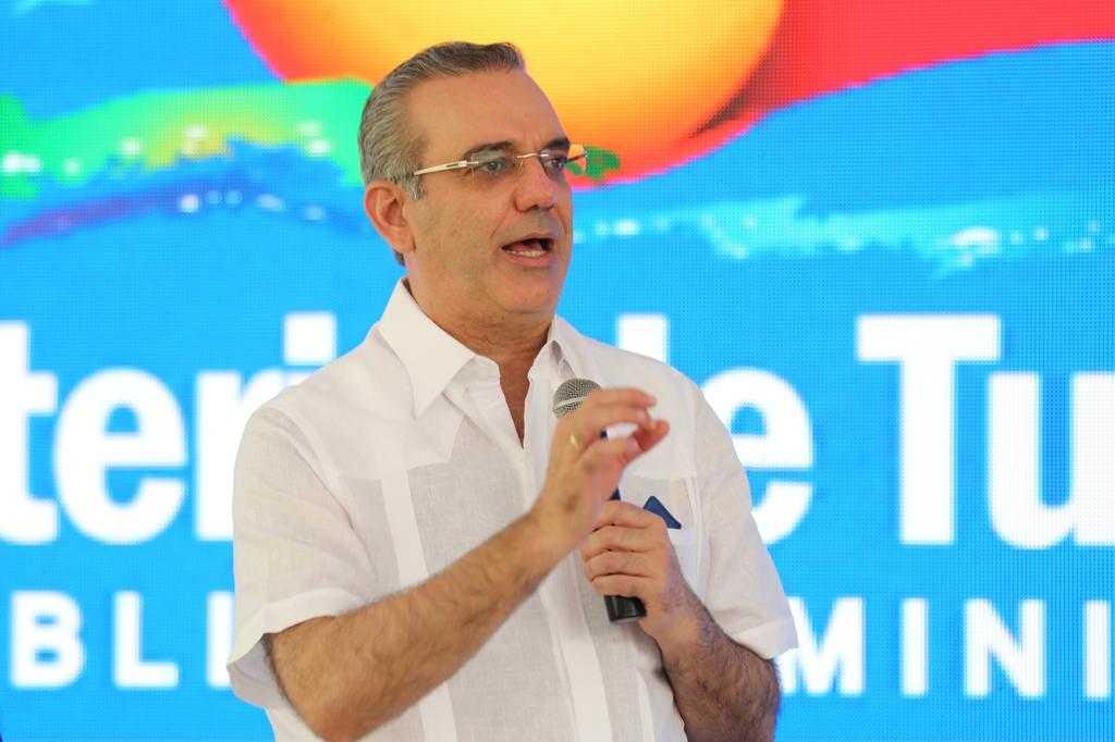 Presidente Abinader inaugura parque La Confluencia en Jarabacoa con una inversión de 38 millones de pesos