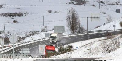 tráfico, embolsa, camiones, AP-51, Ávila,