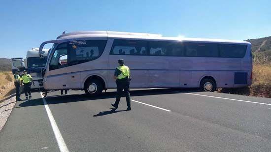 Autobús atrapado en la variante de Puertollano durante