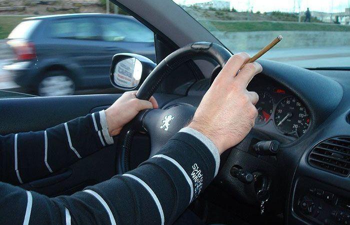 médicos, DGT, campañas, fumar, conduciendo,