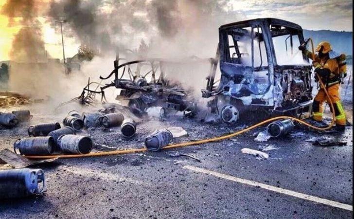 camión de butano ardiendo