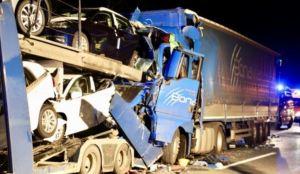 dos, muertos, accidente, grave, español, camión, Alemania,