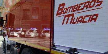 Un incendio calcina un tráiler en la A-30 en Murcia