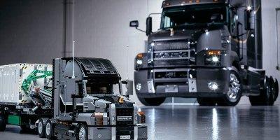 Mack Trucks. juego, Lego, niños, diseño,