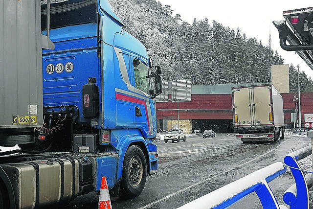 camioneros, cierre, túnel, Bielsa, Somport, carreteras, transporte,