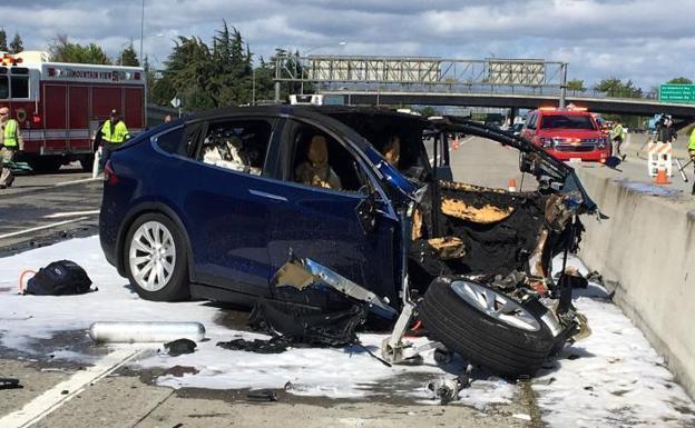 accidente, coche, Tesla, conductor, autónomo.