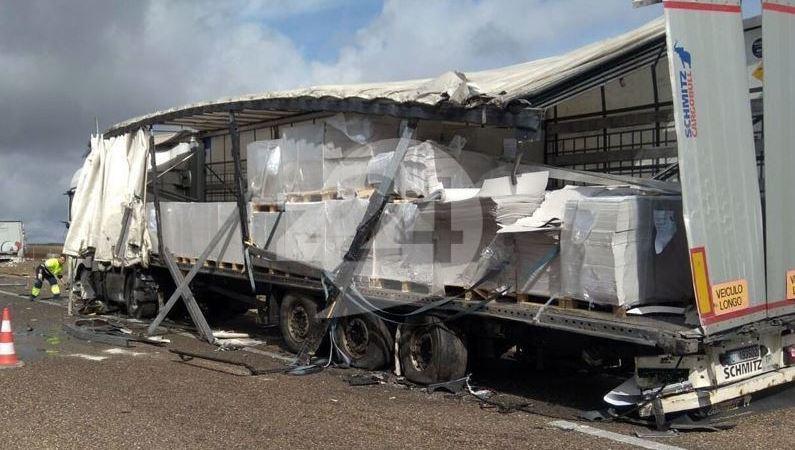 colisión, camiones, A-66, Monfarracinos