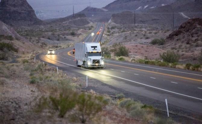 Uber, camión, autónomo, circular, Estados Unidos, transportando, mercancía,