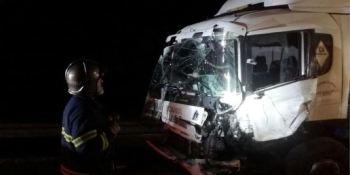 fallecido, heridos, graves, colisionar, camión, todoterreno,