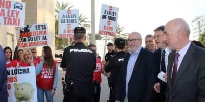 taxistas, protestan, Ximo Puig, ley, taxi,