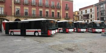 rompe, luna, autobús, Gijón, martillo, emergencias,