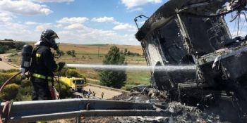 camionero, herido, incendio, camión, coche, parado, A-62