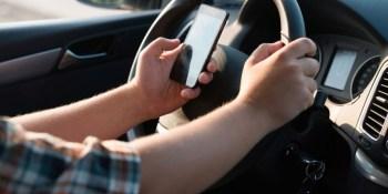 DGT, estudia, conductores, paguen, daños, ocasionados, utilización, móvil,