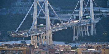 comisión, inspección, camiones, puente, Génova,