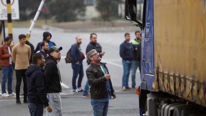 trabajadores, Alcoa, bloquea, salida camiones, factoría, A Coruña,
