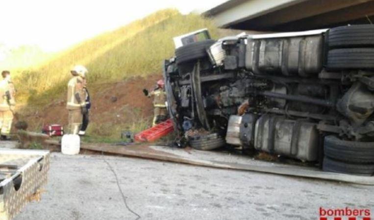 accidente, AP-7, Cambrils, camión, herido leve, camionero, sucesos, sociedad,