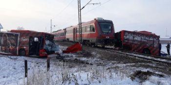 cinco, muertos, heridos, colisión, autobús, tren, Serbia,