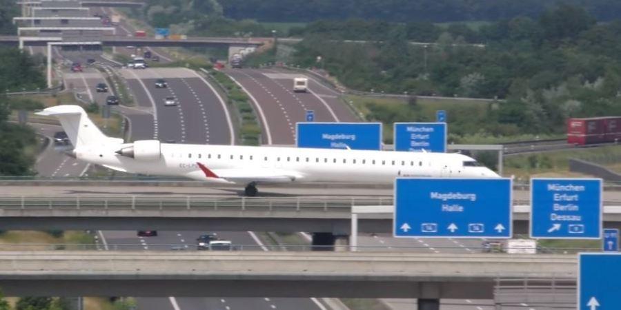Alemania, aeropuerto, encima, autopista, construido, curiosidades, aterrizajes,