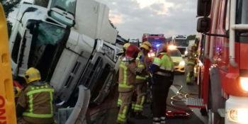 dos, heridos, graves, colisión, camiones, AP-7,