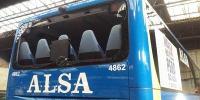 atacados, bolas, acero, autobuses, Alsa, interurbanos, Gijón,