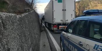 camión. español, Italia, dirección, contraria, multado, camionero,