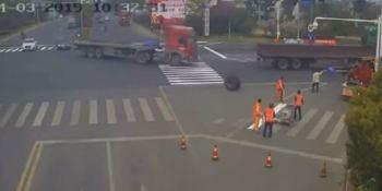 herido, grave, pasarle, encima, rueda, camión, vídeo,