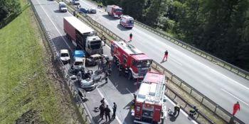 fallecen, personas, colisión, múltiple, vehículos, implicados, Polonia,