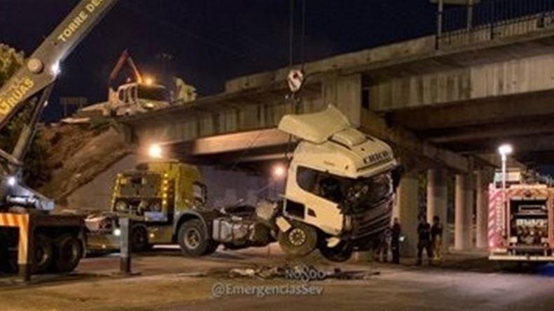 despejada, avenida, Montes Sierra, caer, camión, puente, SE-30,