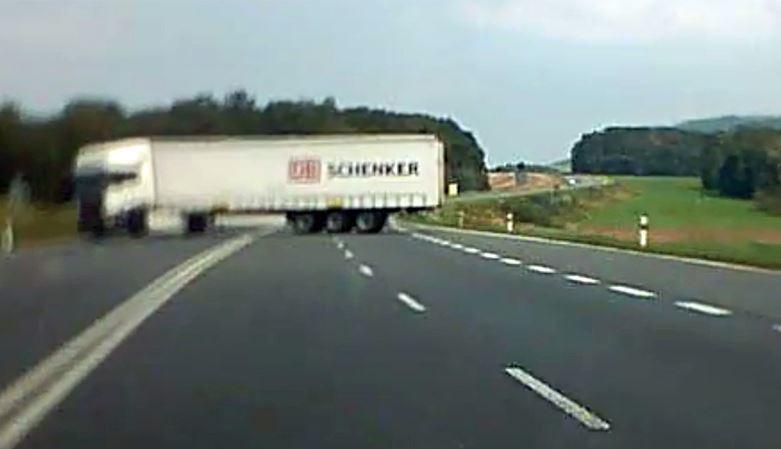 indignación, peligrosa, maniobra, camionero, vídeo,