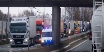 Las largas colas en Francia para acceder al Reino Unido impide cumplir la regulación del tacógrafo