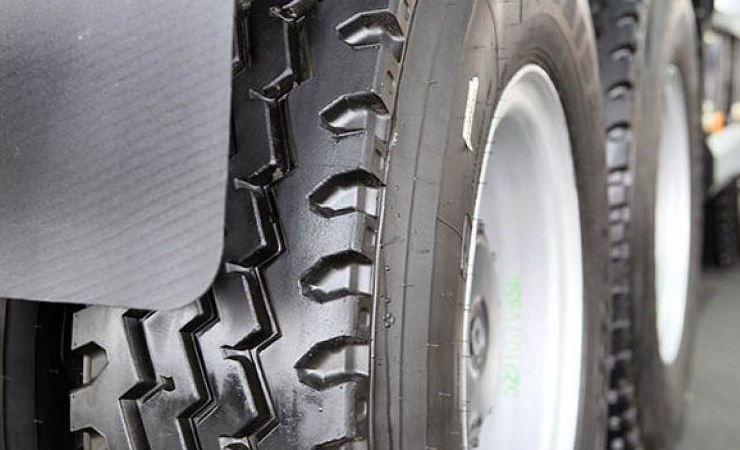 reglamentación, exige, neumáticos, eje, marca,