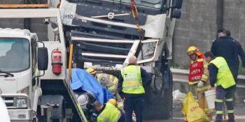 fallecen, 4 policías, arrollados, camión,