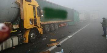 fallecen, 2, camioneros, colisión, 22, camiones, implicados,