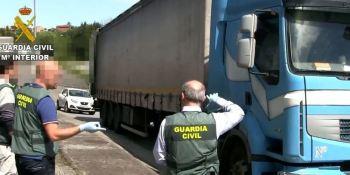 dos, detenidos, transportar, 76 kilos, marihuana, camión, vídeo,