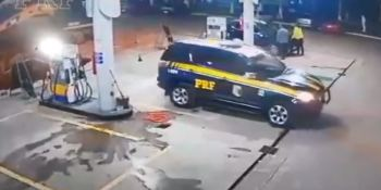 Roban, coche, eléctrico, detiene policía, repostar, gasolina,