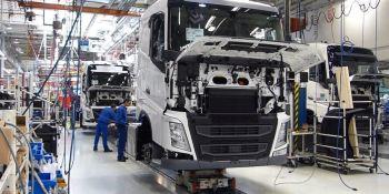 Volvo Trucks, recortará, empleos, fábricas,