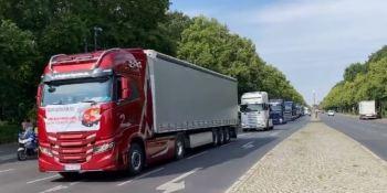 Cientos de camioneros alemanes se manifestaron hoy en Berlín.