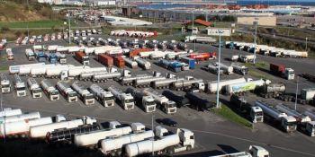 Denuncian la quema de dos camiones en Aparkabisa