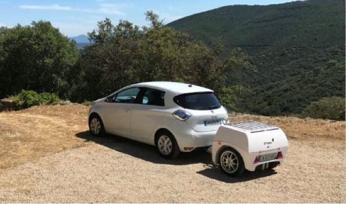 El remolque que carga los coches eléctricos sobre la marcha