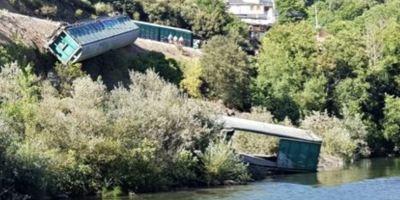 Adif finaliza la retirada de los vagones del río Sil para reparar la vía y limpiar la zona