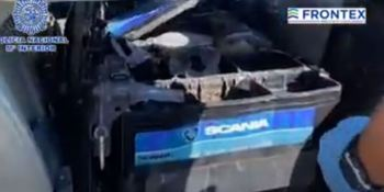 Localizan más de 16 kilos de hachís escondidos en las baterias de un camión.